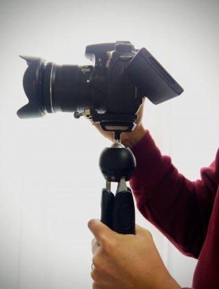 一眼動画撮影スタイル(マンフロットミニ三脚使用)