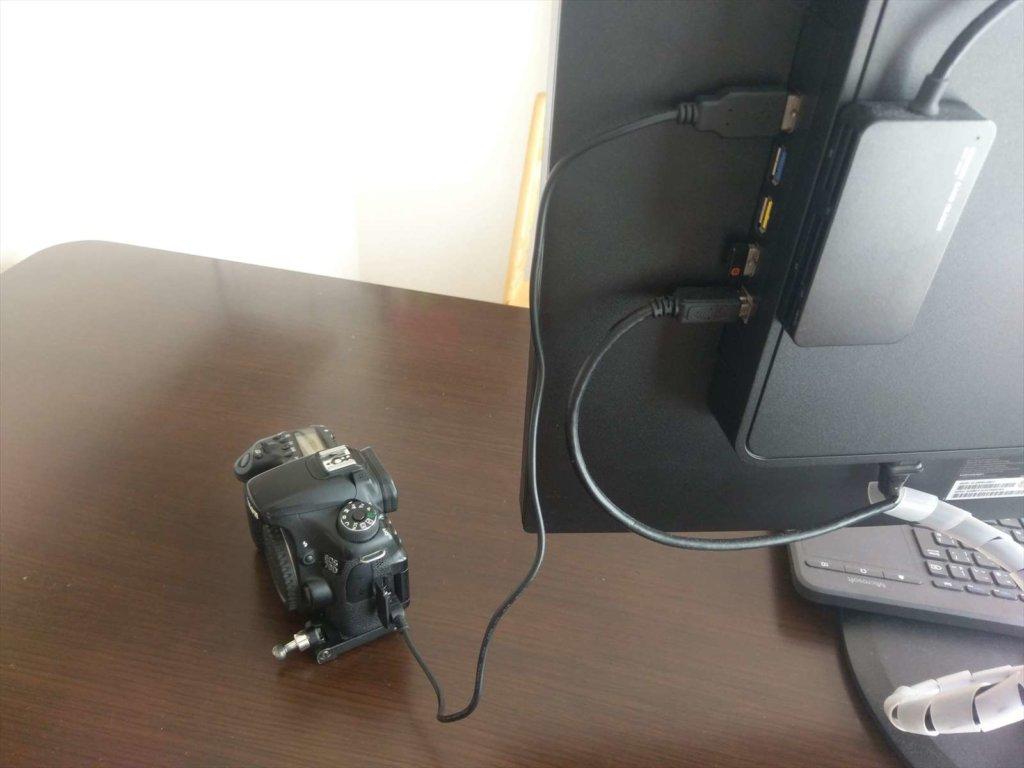 USBケーブルでカメラを接続