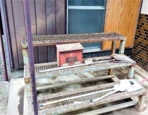 鉄製の園芸台